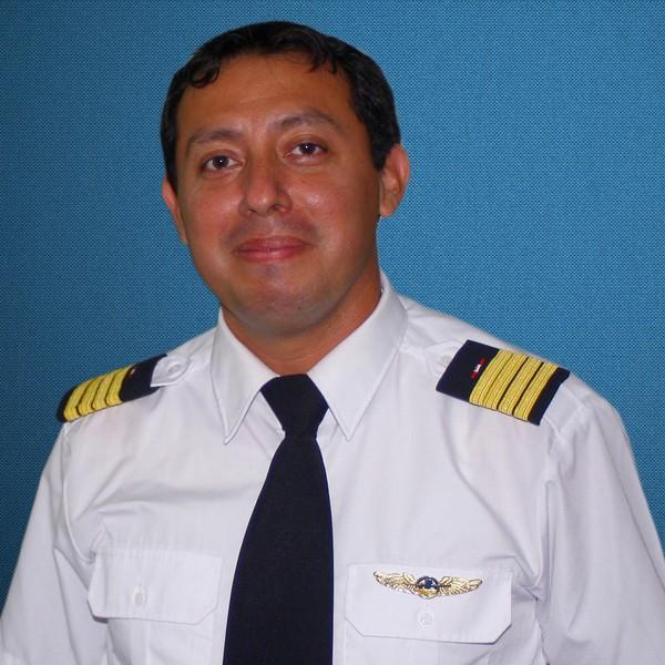 CARLOS HERNANDEZ ROMERO Instructor de Vuelo