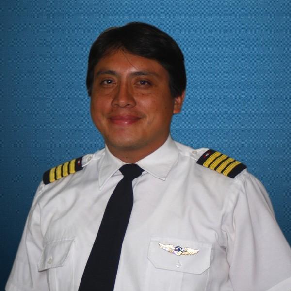 ERIK FALCON CARDENAS Instructor de Vuelo